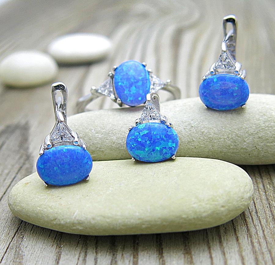 Souprava modrých opálů se zirkony pro nádherný vzhled